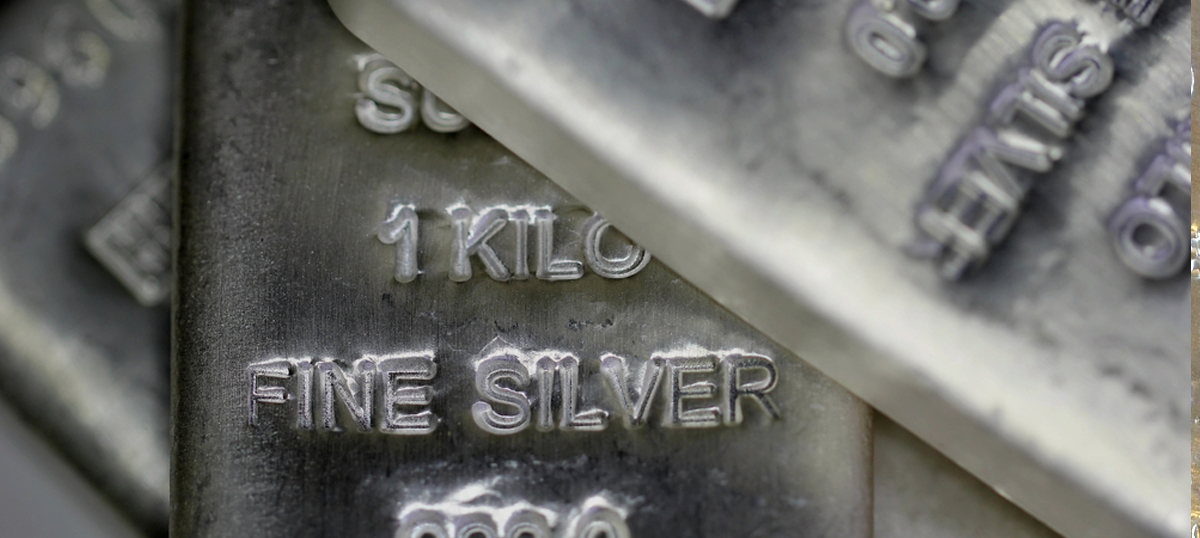 Silver Update: Analyst Sees Short-Term Pullback Before Acceleration