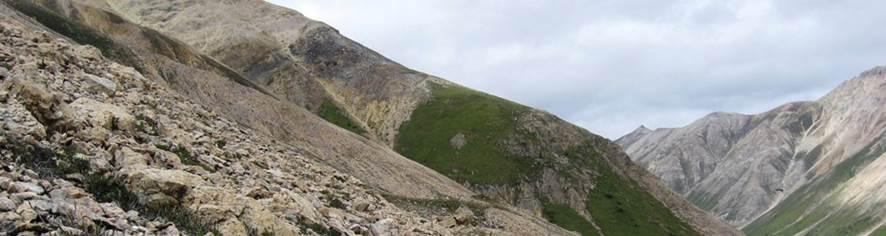 Afbeelding met berg, lucht, buiten, natuur  Automatisch gegenereerde beschrijving